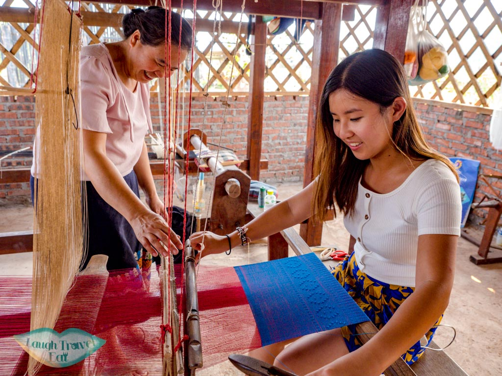 trying-weaving-atPhieng-Ngam-Handicraft-center-luang-namtha-laos-laugh-travel-eat