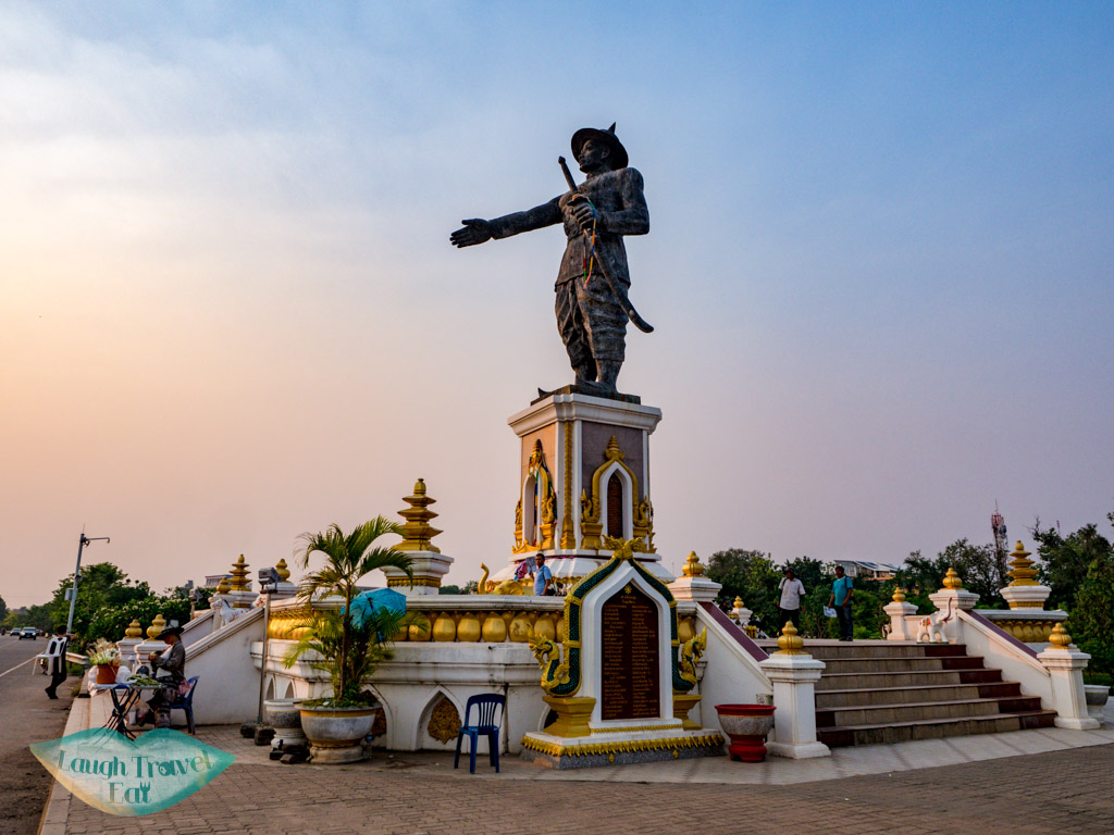 Chao-Anouvong-Statue-vientiane-laos-laugh-travel-eat