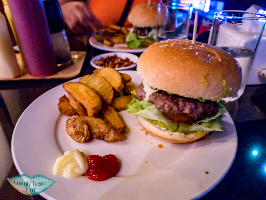 burger-tysons-kitchen-vientiane-laos-laugh-travel-eat
