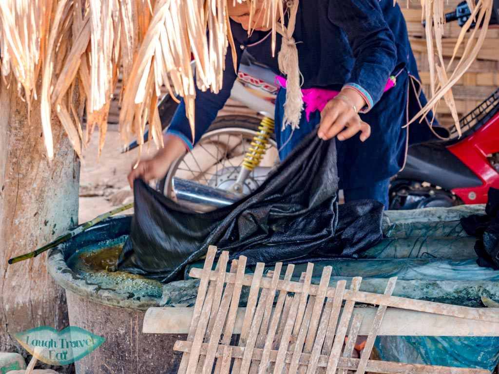 indigo-dyeing-Ban-Nam-Chang-houay-xay-laos-laugh-travel-eat