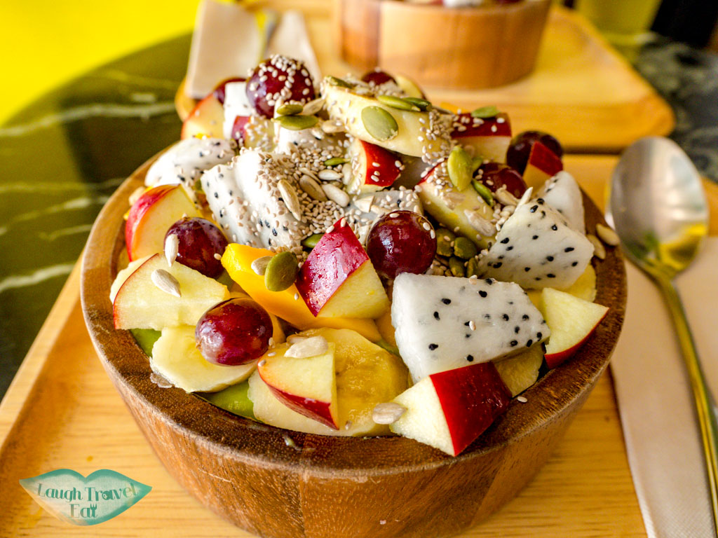 smoothie-bowl-cococo-vientiane-laos-laugh-travel-eat