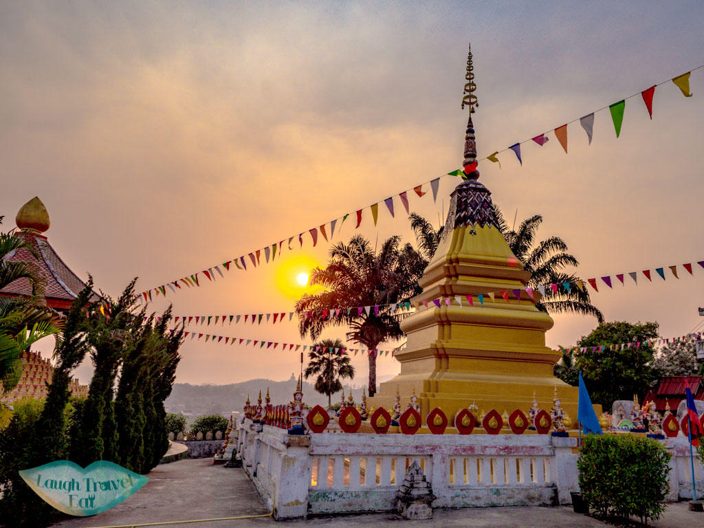 stupa-Wat-Chomekao-Manilat-houay-xay-laos-laugh-travel-eat