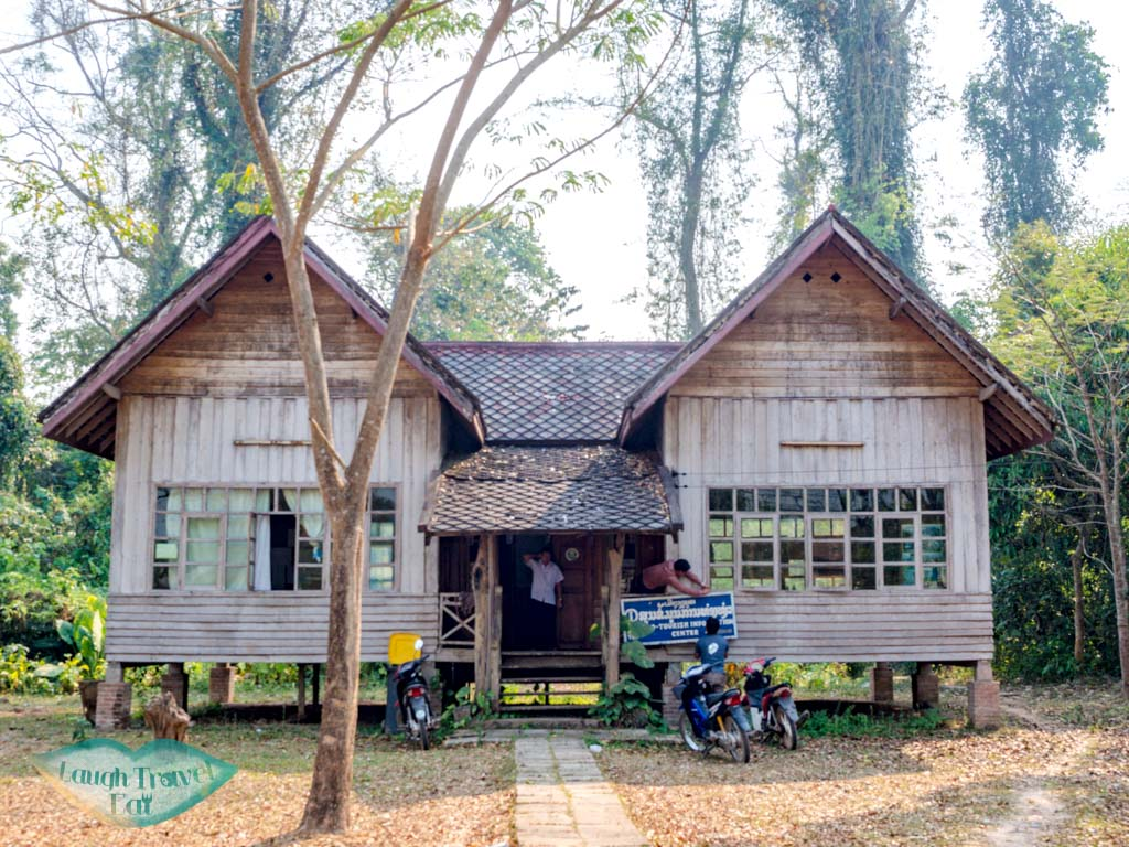 tourism-office-Vieng-Phou-Kha-laos-laugh-travel-eat