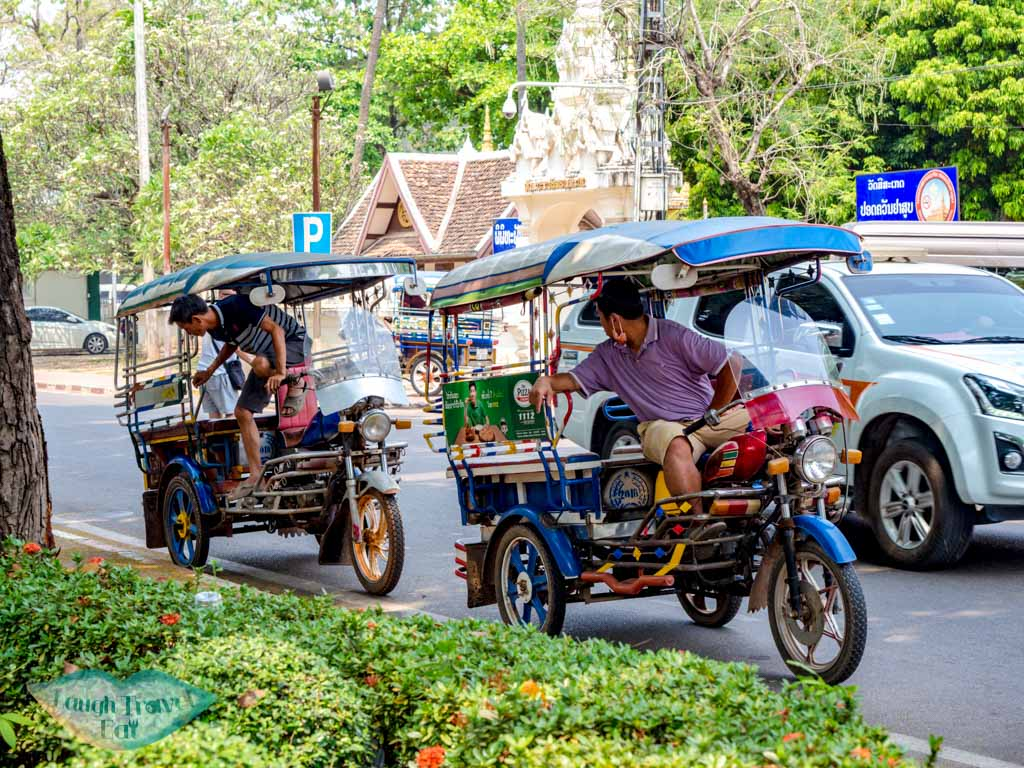 two-tuk-tuk-vientiane-laos-laugh-travel-eat