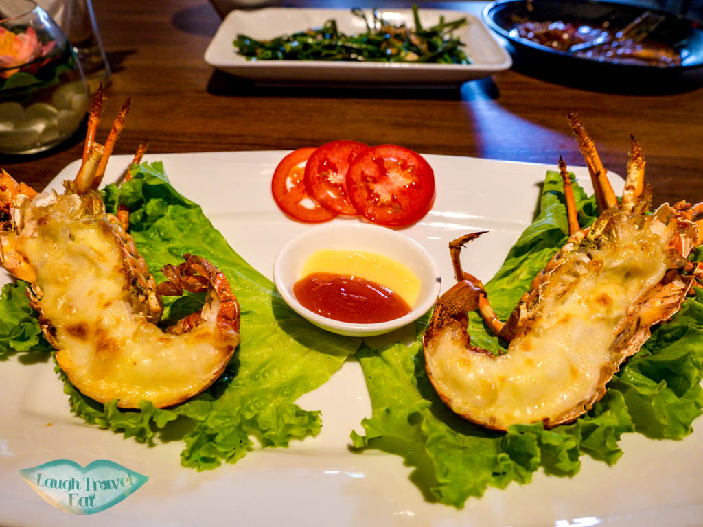 non la seafood restaurant danang vietnam - laugh travel eat-3