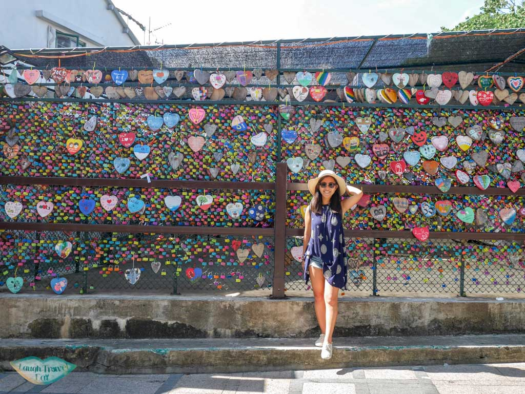 me heart lock wall Cheung Chau, Hong Kong - Laugh Travel Eat