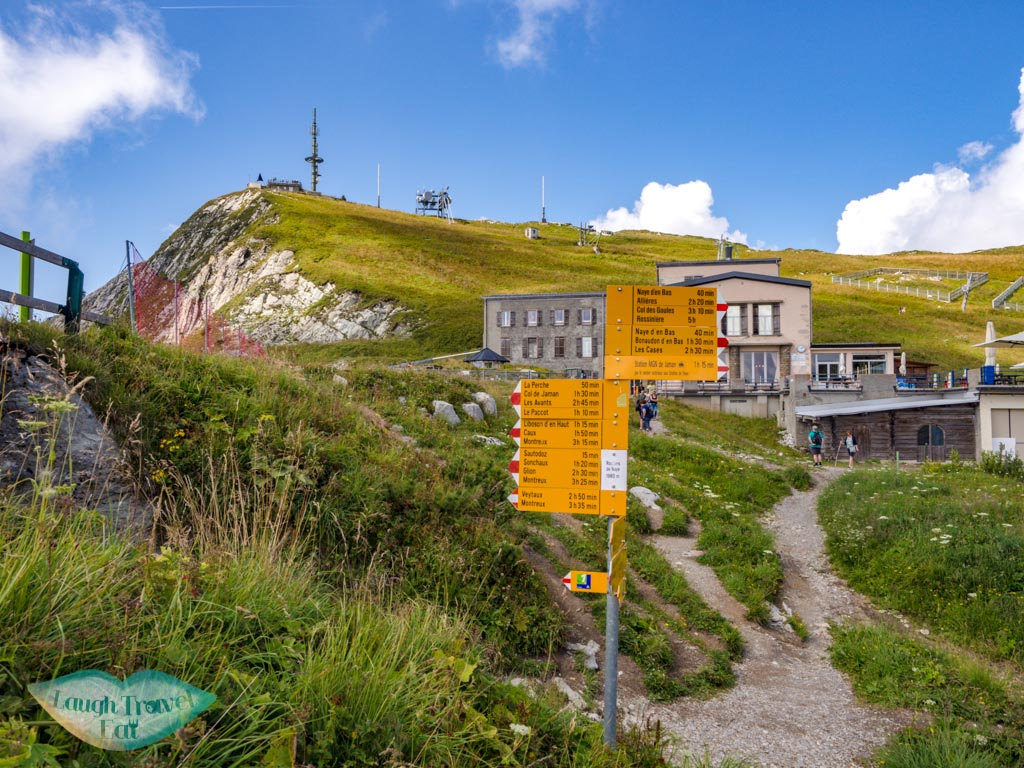 hiking directions Rocher de Nayes Montreux switzerland - laugh travel eat
